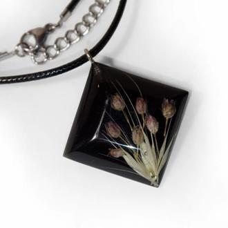 Подвеска. Цветы в кристалле