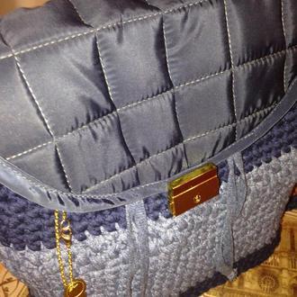 Вязаный рюкзак со стеганным клапаном