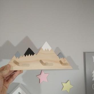 """Вішалка """"гори"""" в чистому дереві + кольорові вершини"""
