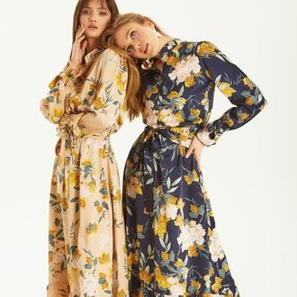 Шелковое платье, декорированное крупным цветочным узором
