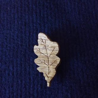 брошь- значок дубовый лист