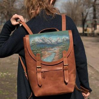 Большой городской коричневый кожаный рюкзак с росписью ручной работы.