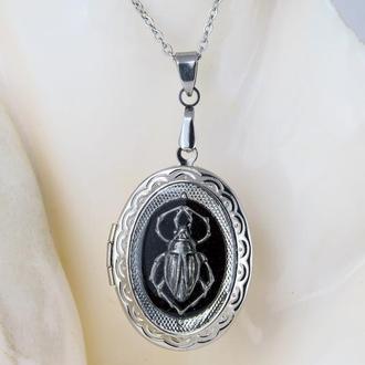 Лесной жук - медальон для фото декорирован посеребренным жучком под стекловидной эмалью (1 шт.)