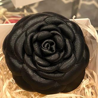 Брошь-роза на заказ «MaryS Leather Accessories» от Cтудии кожаных аксессуаров Марии Суслиной
