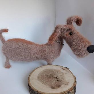 собака Такса,в'язана іграшка.