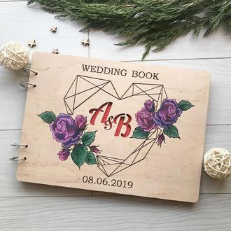 Свадебный альбом из дерева с цветными элементами
