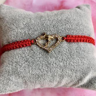 Браслет красная нить с сердцем и фламинго ручной работы