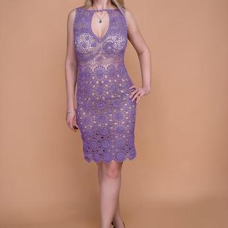Сиреневое вязаное платье