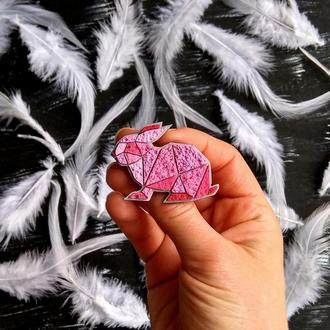 Дизайнерська брошка рожевий Кролик. Брошка геометричний Зайчик (будь-який колір на замовлення)