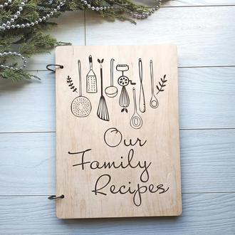 Деревянная кулинарная книга «Our Family Recipes»