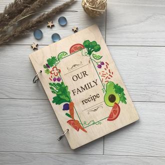 Деревянная книга для записи рецептов в цветной обложке