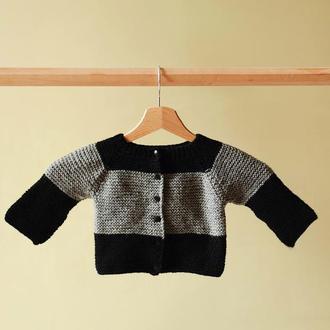 Вязанная серо-черная  кофта для новорожденного 0-3 мес