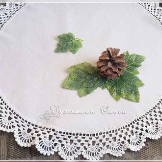 Льняная салфетка с кружевом ручной вязки