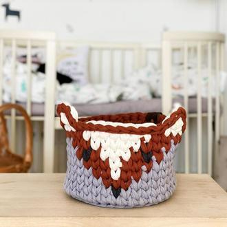 Вязаные корзинки с мордочками лисичек для детской комнаты
