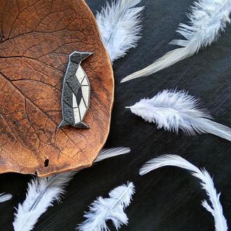 Геометрическая брошь классический Пингвин. Зимняя брошь в стиле минимализм. Полигональная брошь