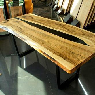 Дизайнерской стол из дерева
