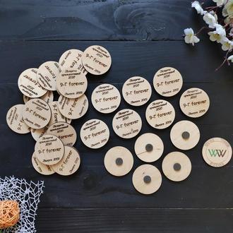 Круглые магниты - сувениры на встречу одноклассников, выпуск из фанеры