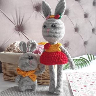Мягкие игрушки серые зайчики вязаные крючком