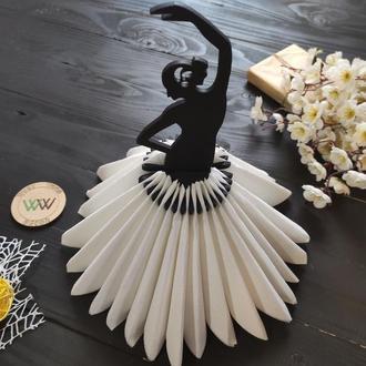 """Салфетница / подставка для салфеток из фанеры """"Девушка в танце, танцовщица"""", черная"""