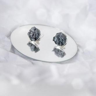 серьги с друзою гематита - натуральный камень - пусеты - серьги гвоздики
