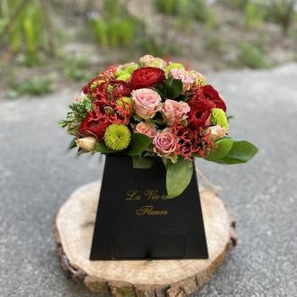 Коробка з квітами та рафаелло Пристрасть
