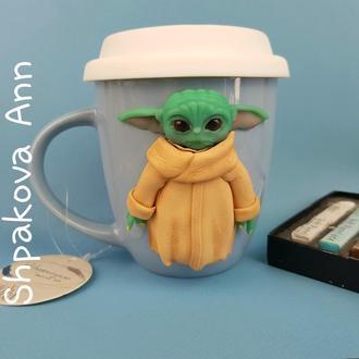Игрушка кружка маленький Йода подарок детская чашка с крышкой декором