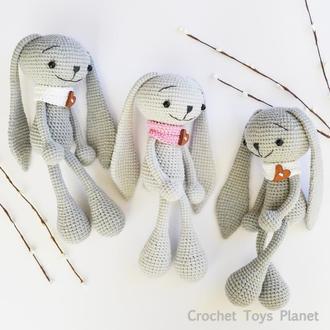 Игрушка серый зайчик в шарфике Зайчик Игрушка вязаный кролик Вязаный кролик Кролик амигуруми