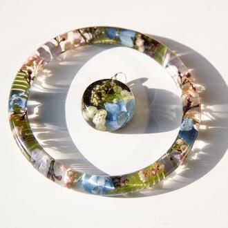 Комплект украшений из смолы с цветами