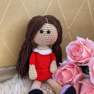 Милая вязаная куколка