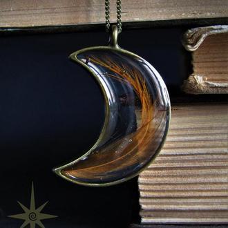 Кулон-полумесяц из эпоксидной смолы