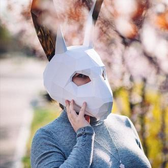 Маска кролика с золотыми ушами