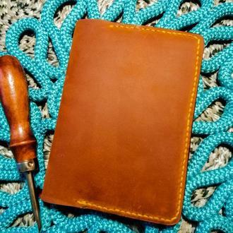 Обложка на паспорт из натуральной кожи Crazy Horse и Crast (цвет Whiskey)