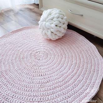 Круглый коврик из трикотажной пряжи