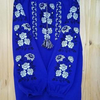 синяя вышиванка с розами