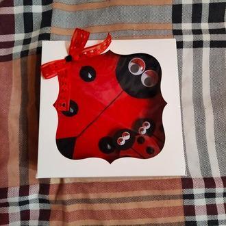 Фетровая сумочка и резиночки в виде очаровательных божьих коровок