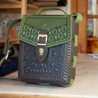 Сумка или рюкзак оливково-коричневая с орнаментом тиснение с ручкой