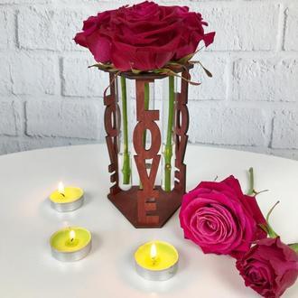 Стильная деревянная ваза для цветов со стеклянными пробирками
