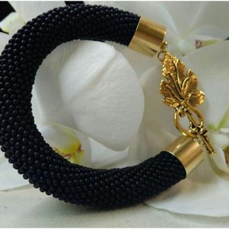 Черный браслет из бисера ручной работы