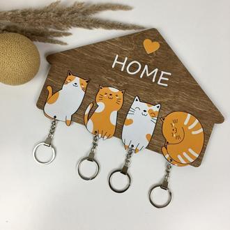 Оригинальная деревянная ключница с милыми котиками