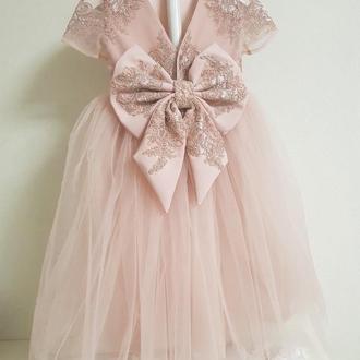 Нарядное детское платье пудрового цвета