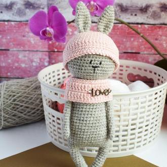 Вязаный маленький зайчик. Подарок новорожденному.Игрушка для фотосессии. Эко-игрушка.