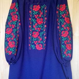 Синя шифонова вишиванка з червоними трояндами