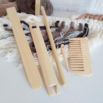 Набор инструментов для работы на ручном ткацком станке.