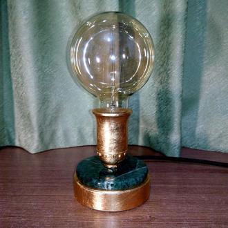 Стильная настольная лампа из зелёного мрамора