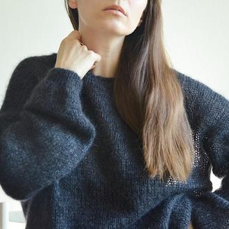 Вязаный женский свитер паутинка