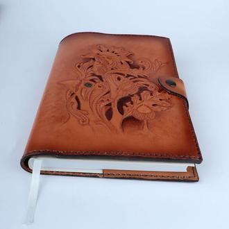 """Ежедневник в кожаной обложке с растительным тиснением """"Лесная Мавка """""""
