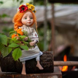 Кукла с мишкой, с рыжими волосами, в украинском наряде с веночком.