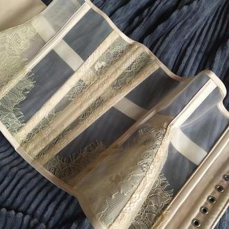 Прозрачный корсет с кружевными вставками   на металлических костях