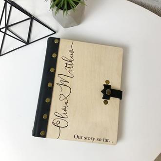 Свадебная книга для фото и записей в деревянной обложке с кожаной вставкой