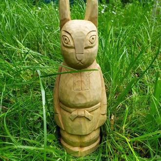 """Скульптура из дерева """"Заяц""""."""